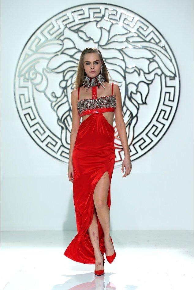 Cara Delevingne bei der Versace-Show