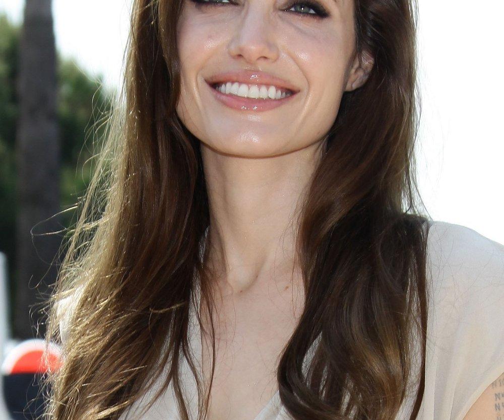 Angelina Jolie baut Krankenhäuser