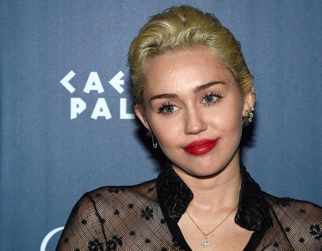 Miley Cyrus mit tollen Fake Lashes
