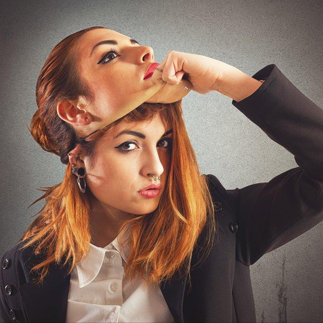 Frau mit zwei Identitäten