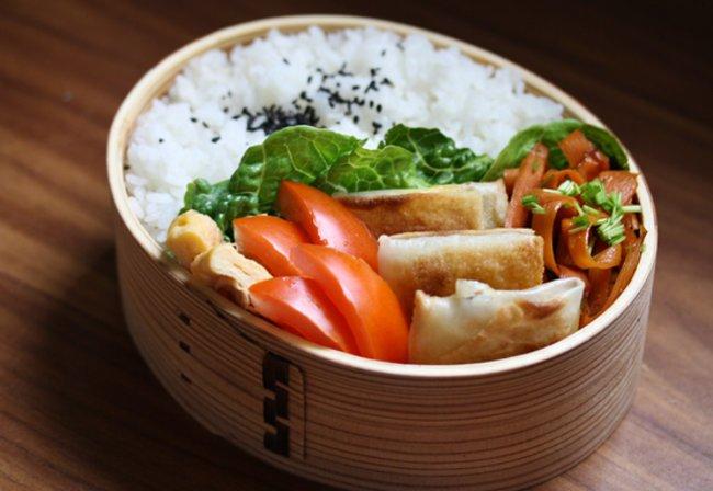Einfach schön anzusehen: Tokens traditionelle Bento Box