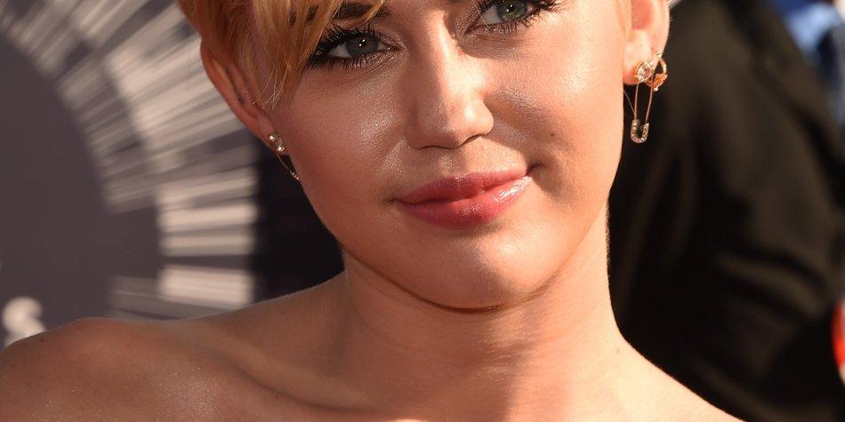 Miley Cyrus imitiert Kim Kardashian