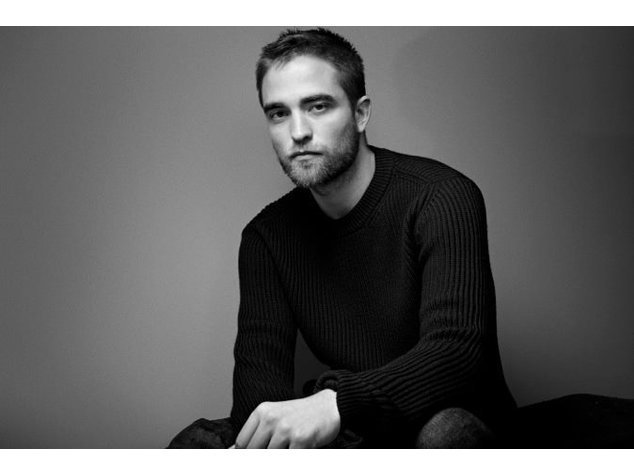 Robert Pattinson küsst für Dior