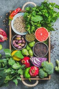 Pickeln vorbeugen durch vitaminreiche Ernährung