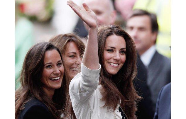 Kate und Pippa bester Laune.