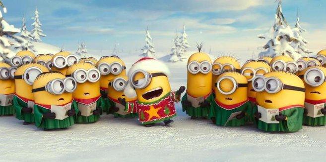Die Minions singen Weihnachtslieder.