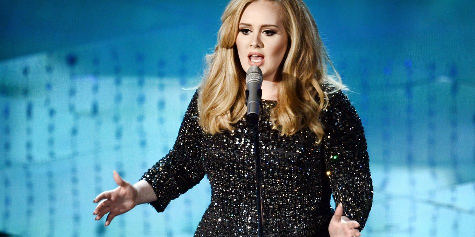 HOLLYWOOD, CA - FEBRUARY 24: Singer Adele performs onstage during the Oscars held at the Dolby Theatre on February 24, 2013 in Hollywood, California. (Photo by Kevin Winter/Getty Images)