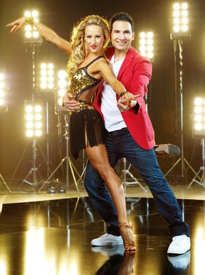 Der vegane Koch und Autor Attila Hildmann (34) tanzt mit Profitänzerin Oxana Lebedew (28) Verwendung der Bilder für Online-Medien ausschließlich mit folgender Verlinkung:'Alle Infos zu 'Let's Dance' im Special bei RTL.de: http://www.rtl.de/cms/sendungen/lets-dance.html