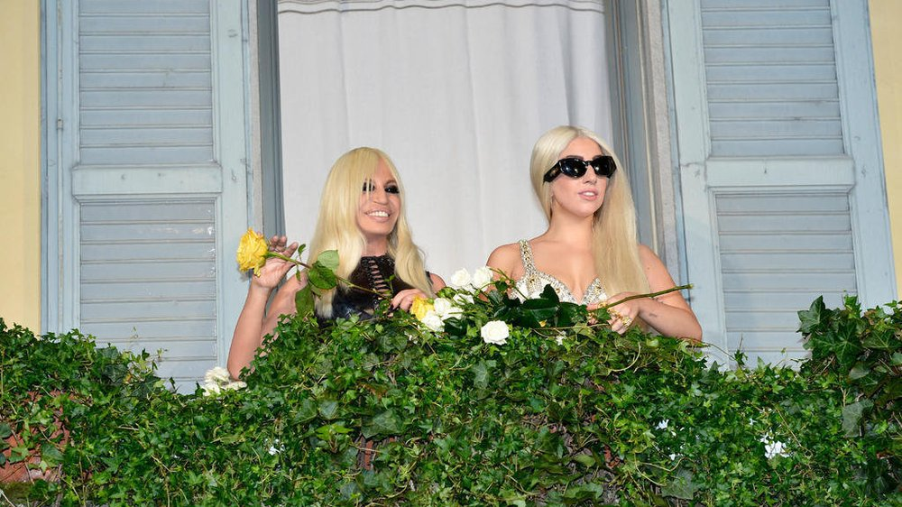 Lady Gaga und Donatella Versace in Mailand