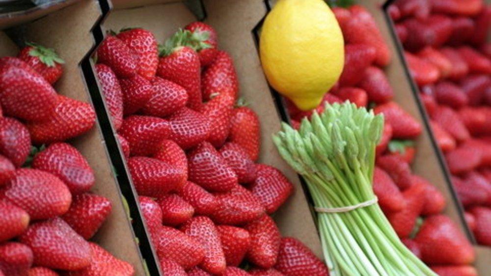 Spargel Saison: Salat mit Erdbeeren!