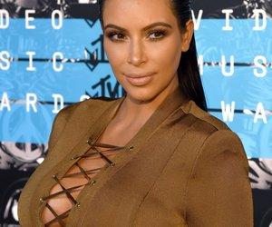 Kim Kardashian nackt im Bett