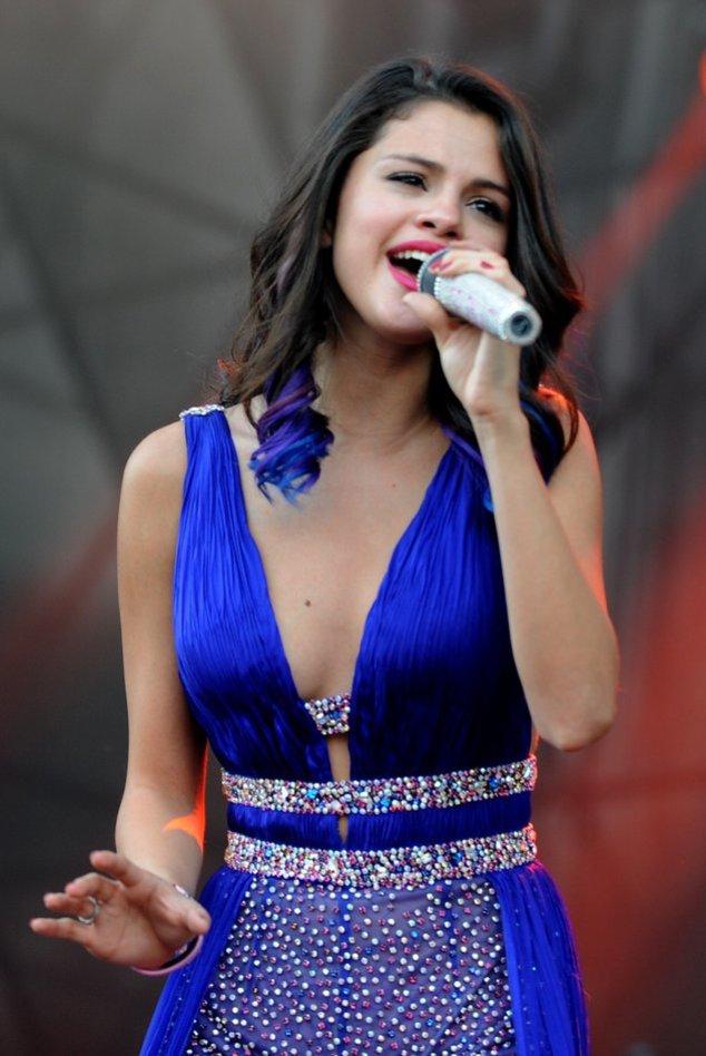 Selena Gomez bei einem Konzert