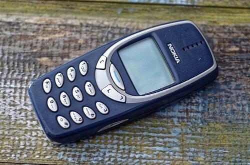 Der alte Knochen: Das erste Nokia 3310 kam im September 2000 auf den Markt.