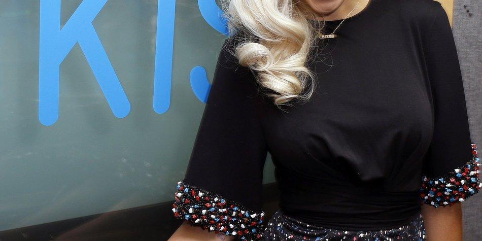Rita Ora feiert mit Cara Delevingne