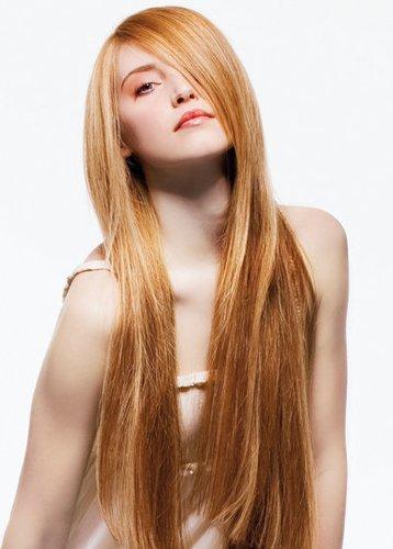 Lange Haare mit Seitelscheitel schrägem Pony
