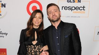 BEVERLY HILLS, CA - OCTOBER 23: Honorees Jessica Biel (L) and Justin Timberlake pose with the Inspiration Award at the 2015 GLSEN Respect Awards at the Beverly Wilshire Four Seasons Hotel on October 23, 2015 in Beverly Hills, California. (Photo by Angela Weiss/Getty Images for GLSEN)