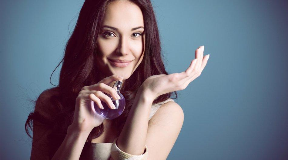 Model mit Parfum
