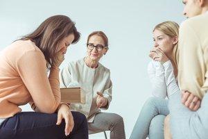 Es kann helfen, sich anderen Betroffenen anzuvertrauen.
