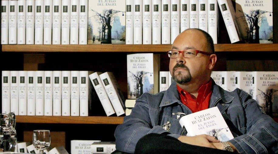 """Carlos Ruiz Zafón hat sein neuestes Werk """"Der Gefangene des Himmels"""" auf dem Markt."""