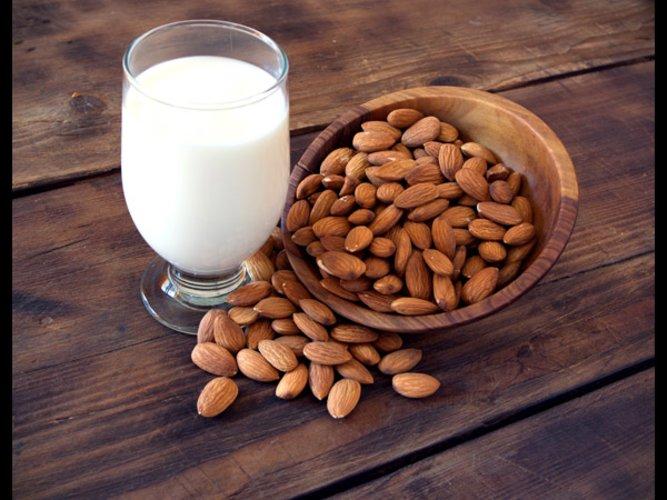 Mandel-Milch