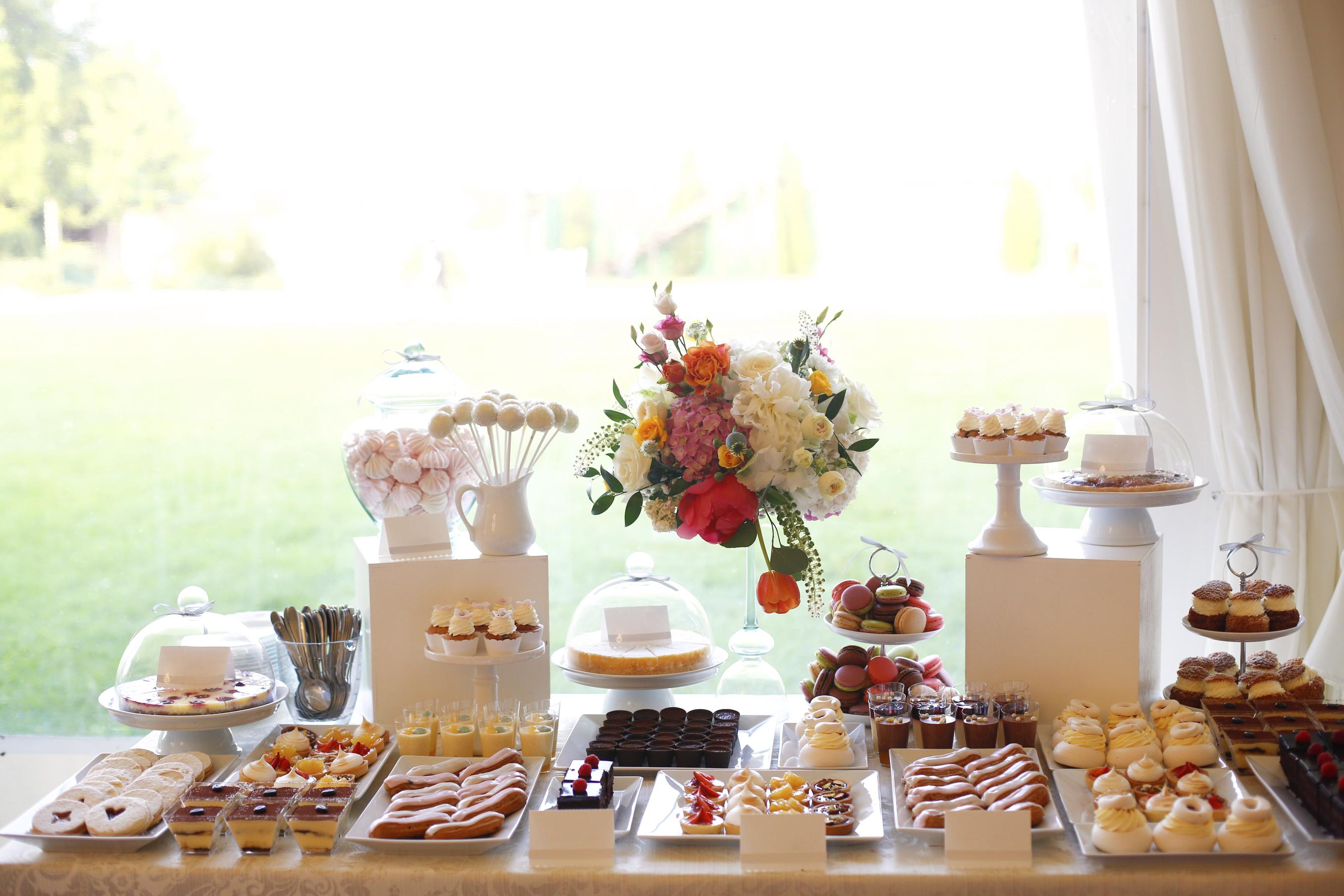 fd707c4da458c2df27b5ac9bd1_AzQ2ZjA0NGNmYmNk_desserts-at-a-ceremony Incroyable De Table Bar Cuisine Conception