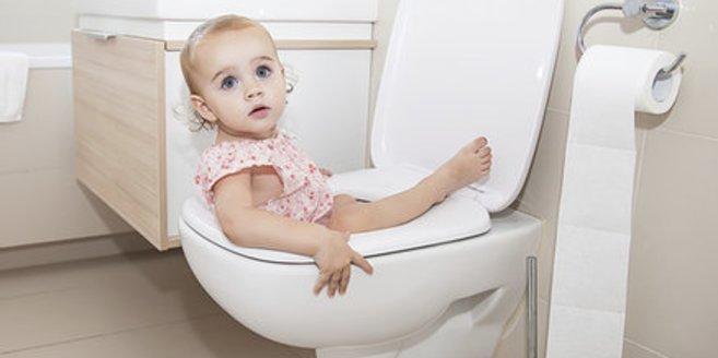 Durchfall: Kind auf der Toilette.