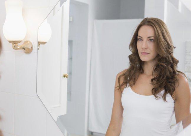 Hämorrhoiden in der Schwangerschaft: Frau im Bad