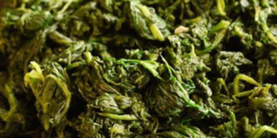 Spinat -- wahlweise mit Pinienkernen