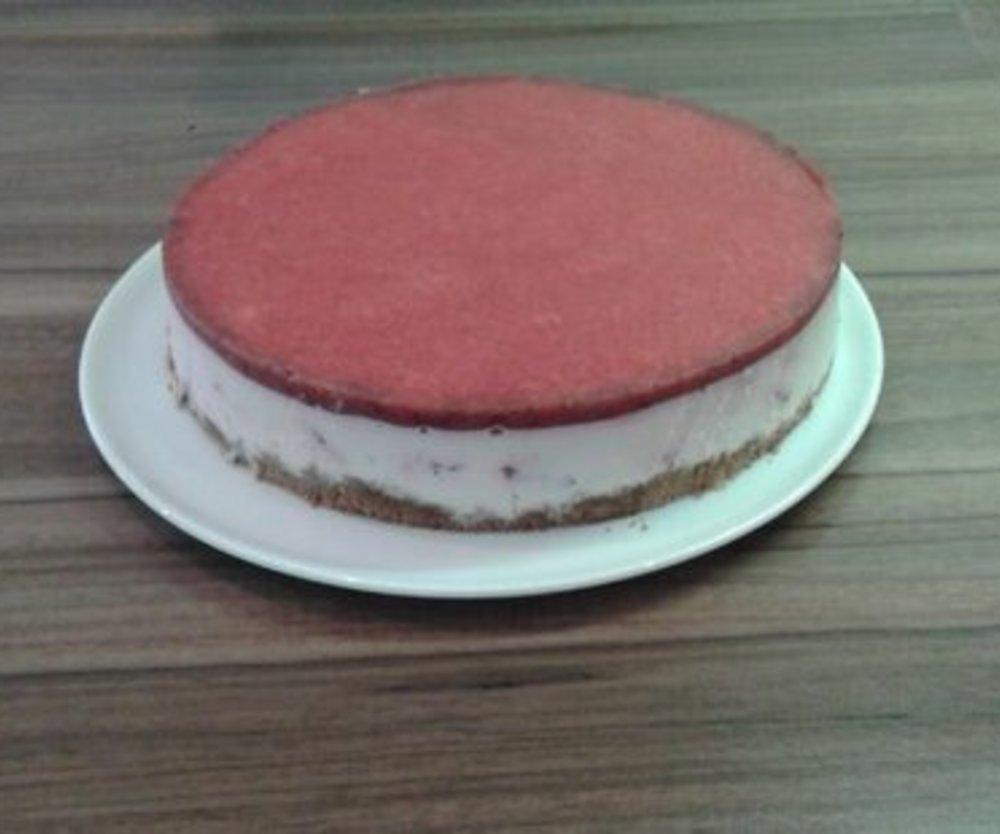 Luftiger Erdbeer-Quark-Verpoorten Kuchen für warme Tage