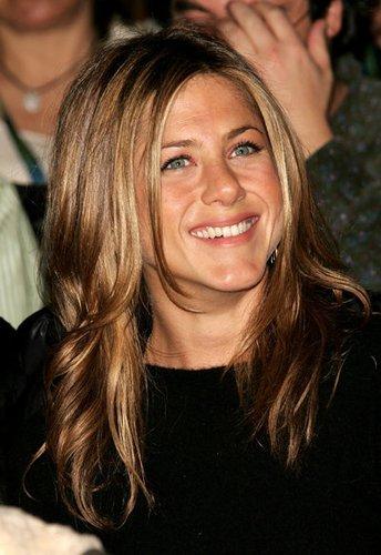 Jennifer Aniston mit eingedrehten Spitzen