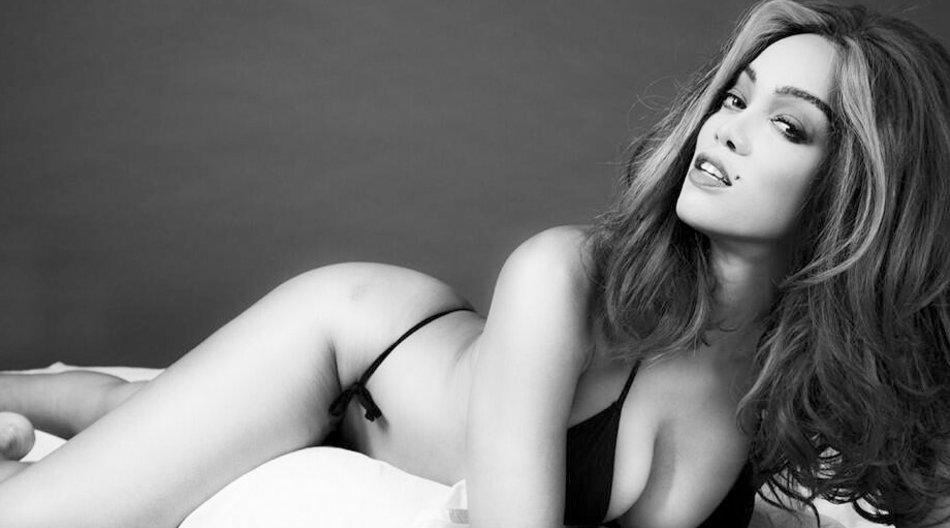 Anlässlich der New York Fashion Week hat sich Tyra Banks in die größten Super-Models verwandelt.