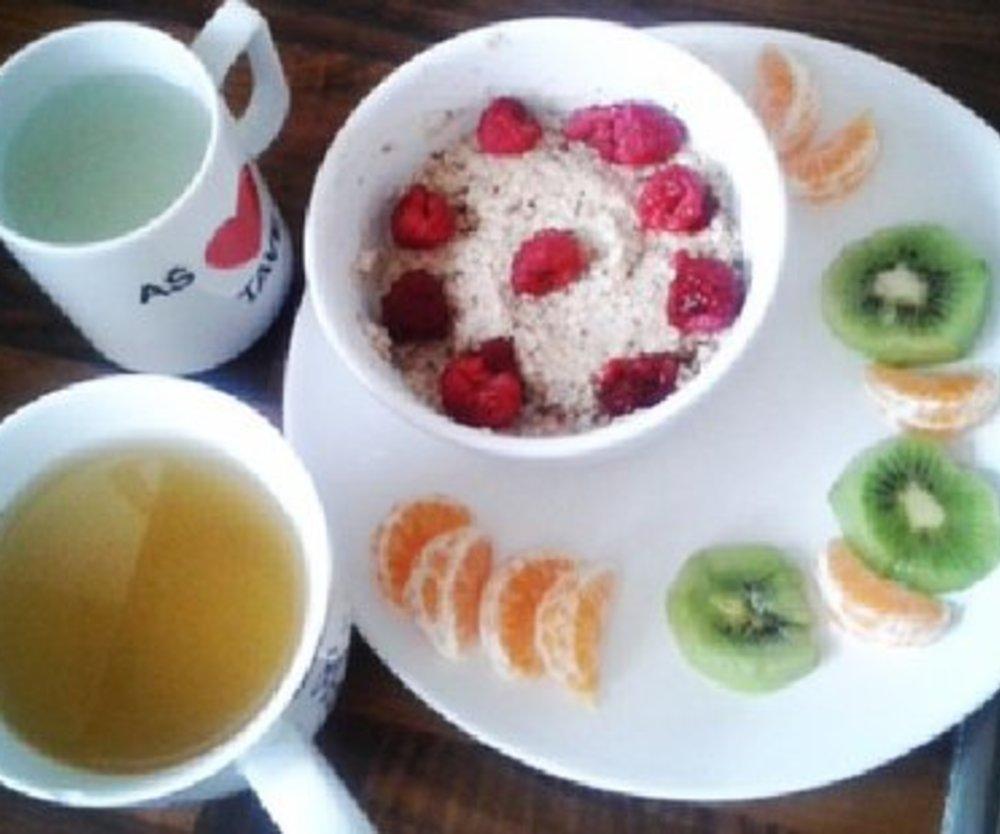 Obst-Frühstück mit MILRAM Vollmilch Joghurt mild