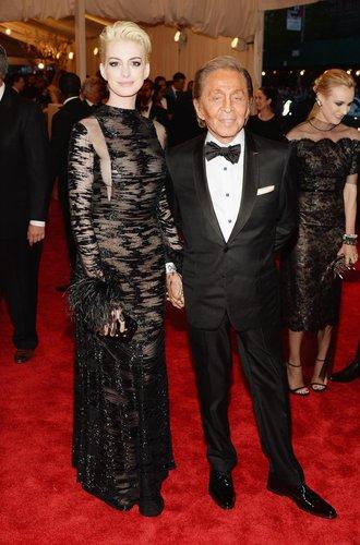 Anne Hathaway mit Valentino