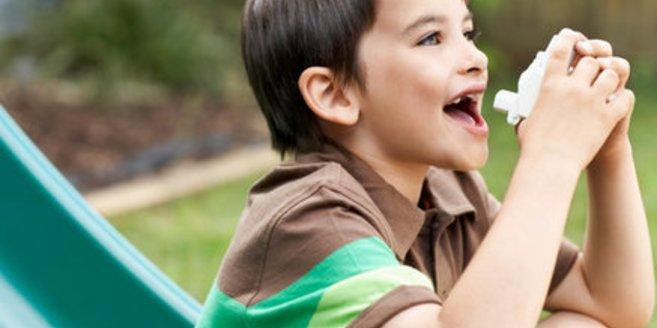 Asthma bei Kindern: Kind auf dem Spielplatz