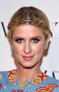 Nicky Hilton: Goldenes Haarband