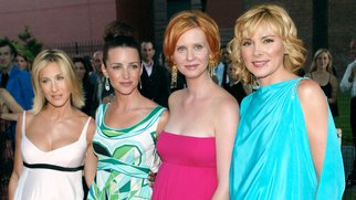 """Cast members Sarah Jessica Parker, Kristin Davis, Cynthia Nixon and Kim Cattrall arriving at the World Premiere of the fifth season of """"Sex And The City"""" at the American Musuem of Natural History in New York City. July 16, 2002. Photo: Evan Agostini/Imag"""