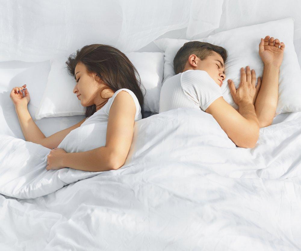 Bettdecke wegziehen