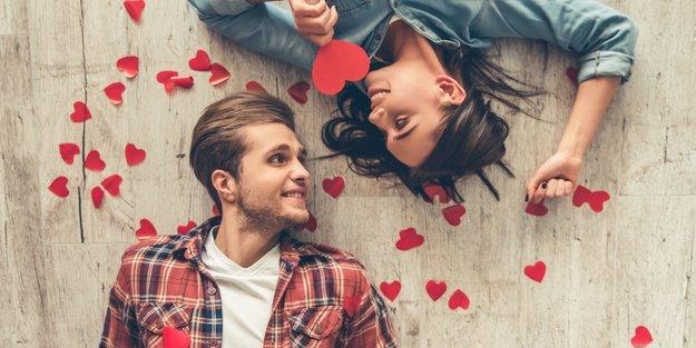 27 Anzeichen: Woher weiß ich, ob er mich liebt? | desired.de