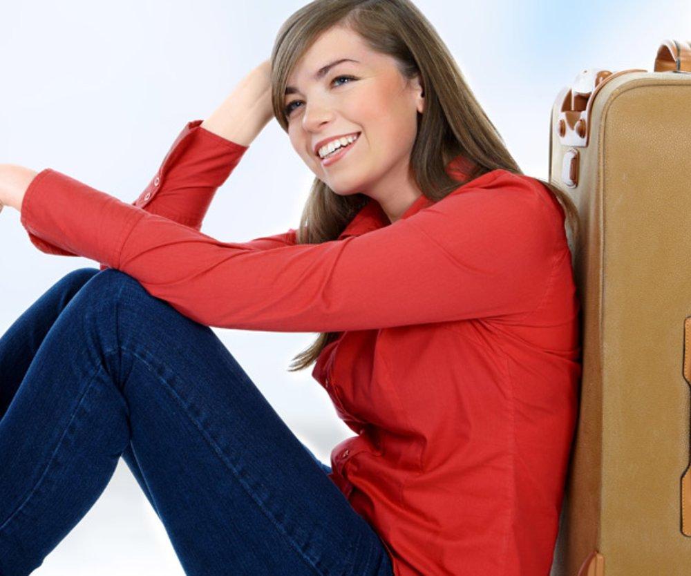 Frau mit ihrem Koffer
