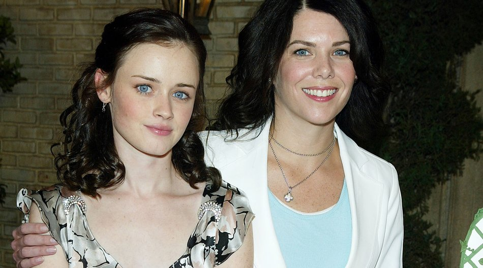 "BURBANK, CA - JANUARY 31: Actors Alexis Bledel (L) and Lauren Graham pose at The WB Networks ""The Gilmore Girls"" 100th episode celebration on the set at Warner Bros. Studios on January 31, 2005 in Burbank, California. (Photo by Kevin Winter/Getty Images)"