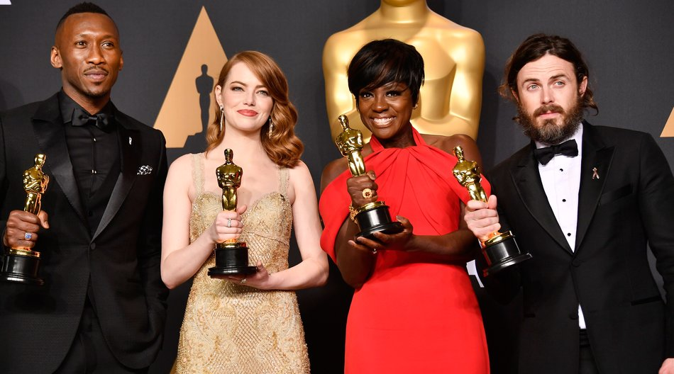 HOLLYWOOD, CA - FEBRUARY 26: (L-R) Actors Mahershala Ali, winner of Best Supporting Actor for 'Moonlight,' Emma Stone, winner of Best Actress for 'La La Land,' Viola Davis, winner of the Best Supporting Actress award for 'Fences,' and Casey Affleck, winner of Best Actor for 'Manchester by the Sea,' pose in the press room during the 89th Annual Academy Awards at Hollywood & Highland Center on February 26, 2017 in Hollywood, California. (Photo by Frazer Harrison/Getty Images)