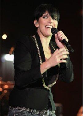 Sängerin Nena lacht gern