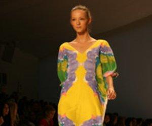 Tibi: Bunte Farben und Muster