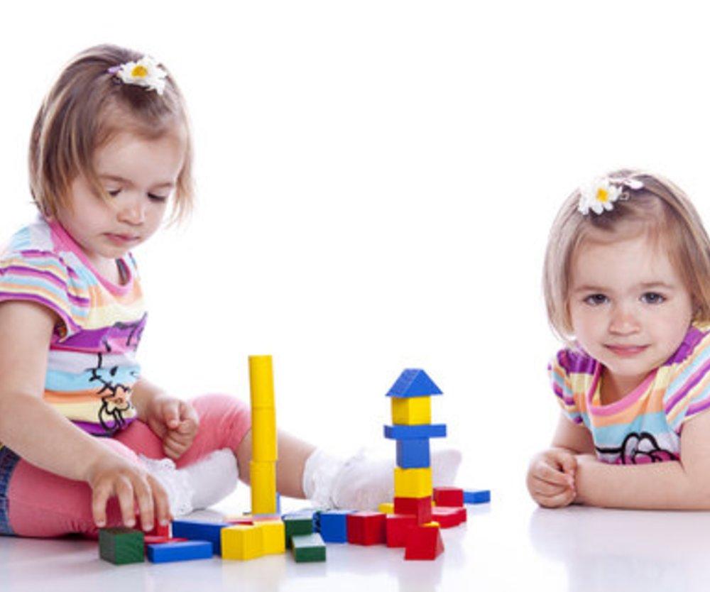 Spiele und Spielzeug für Kleinkinder