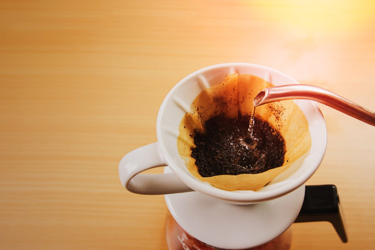 Graue Haar mit Kaffee dunkel färben