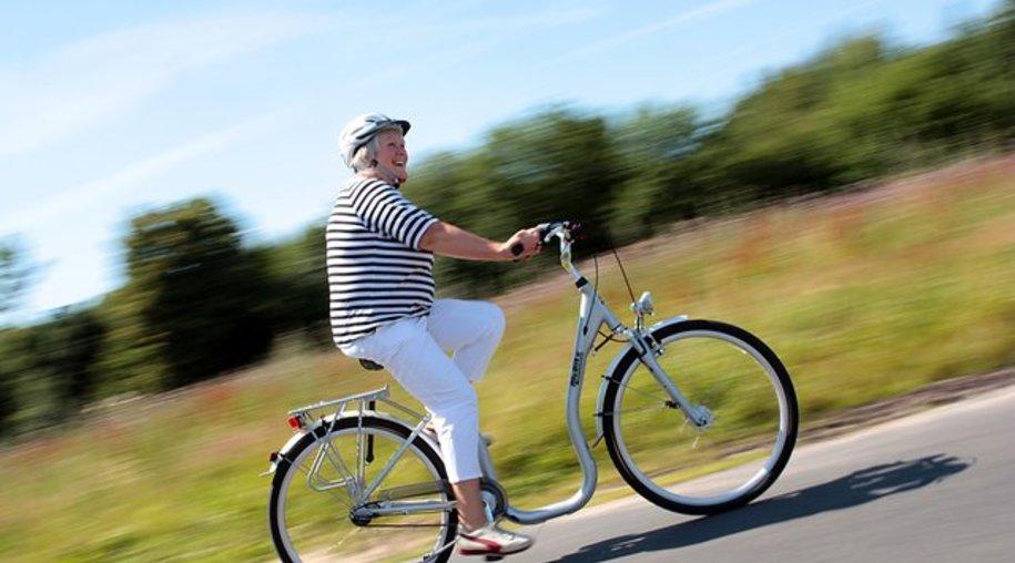 Gegen Arthroseschmerzen hilft Bewegung - das kräftigt die Muskulatur und entlastet so die Gelenke.