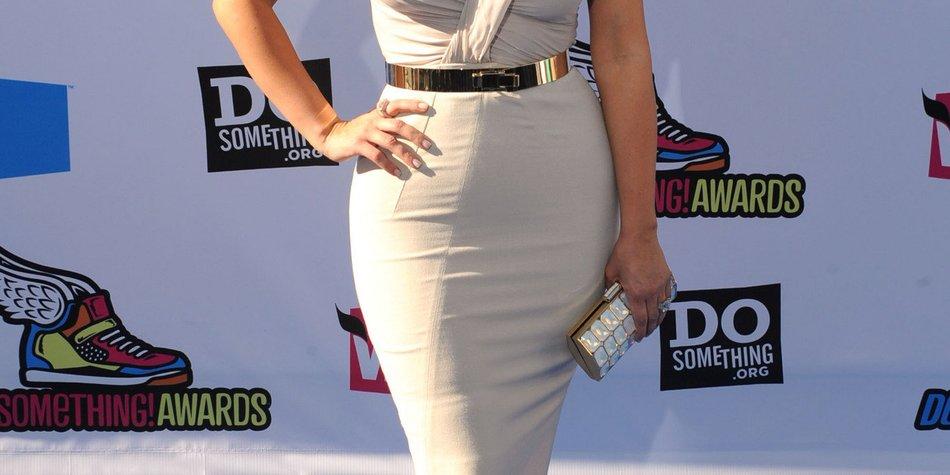 Kim Kardashian unzufrieden mit Kleid?