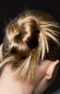 Blonde hochgesteckte Haare