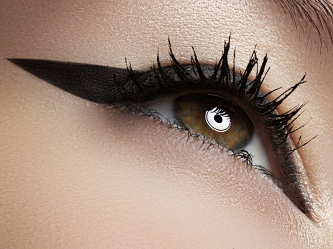 Model mit Wing-Eyeliner