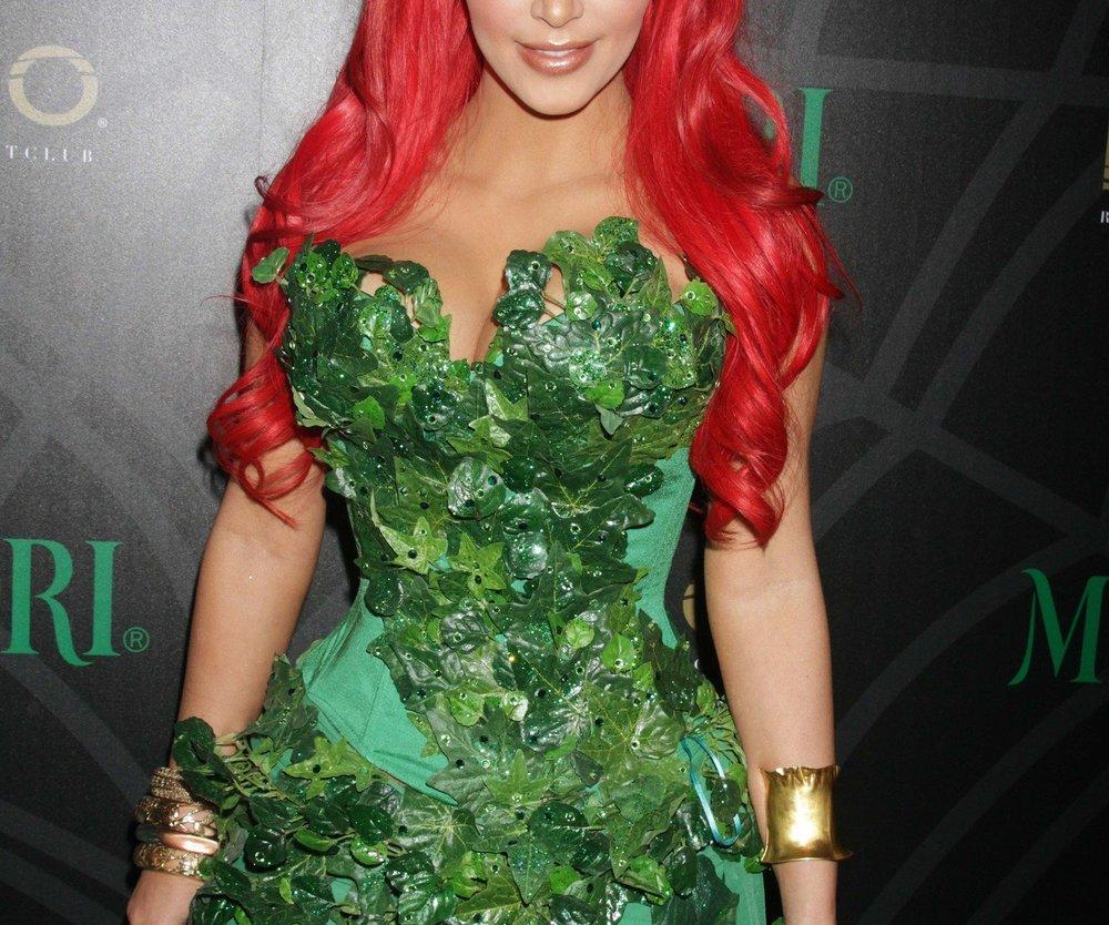 Kim Kardashian feiert Halloween allein
